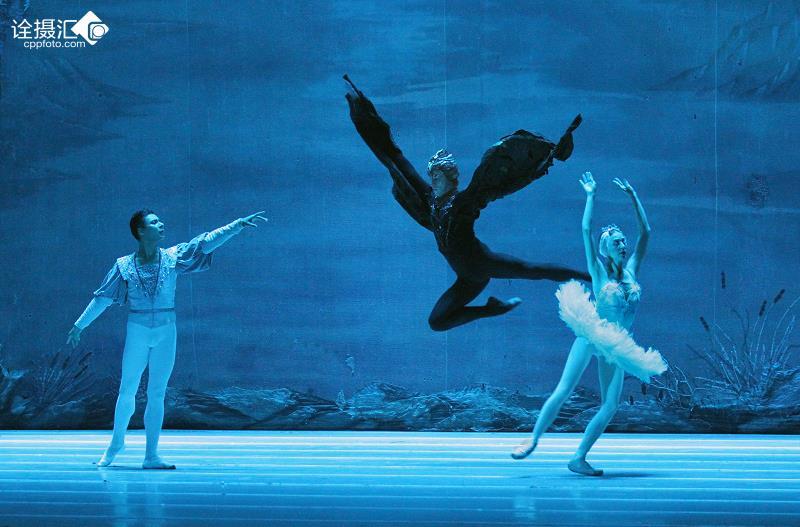 舞天鹅_俄罗斯芭蕾舞天鹅湖中的精彩的魔鬼跳