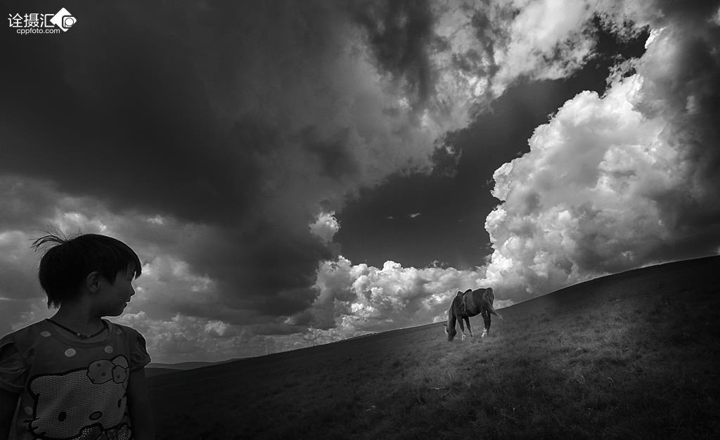 雕花的马鞍