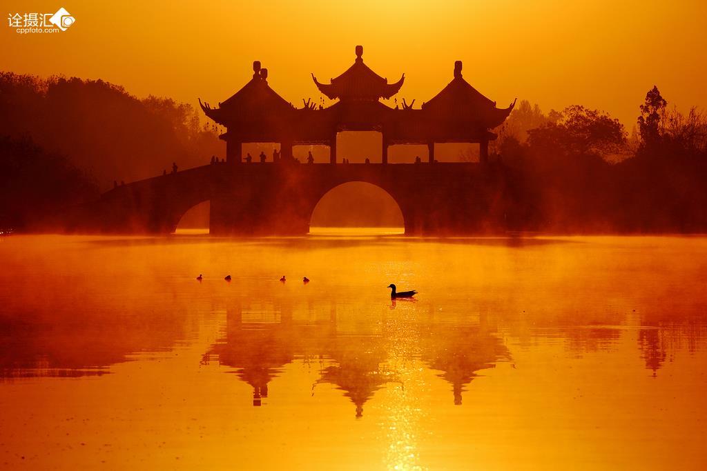 江南江边日出风景图