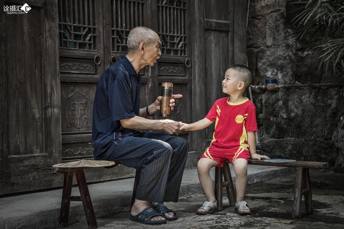听爷爷讲故事